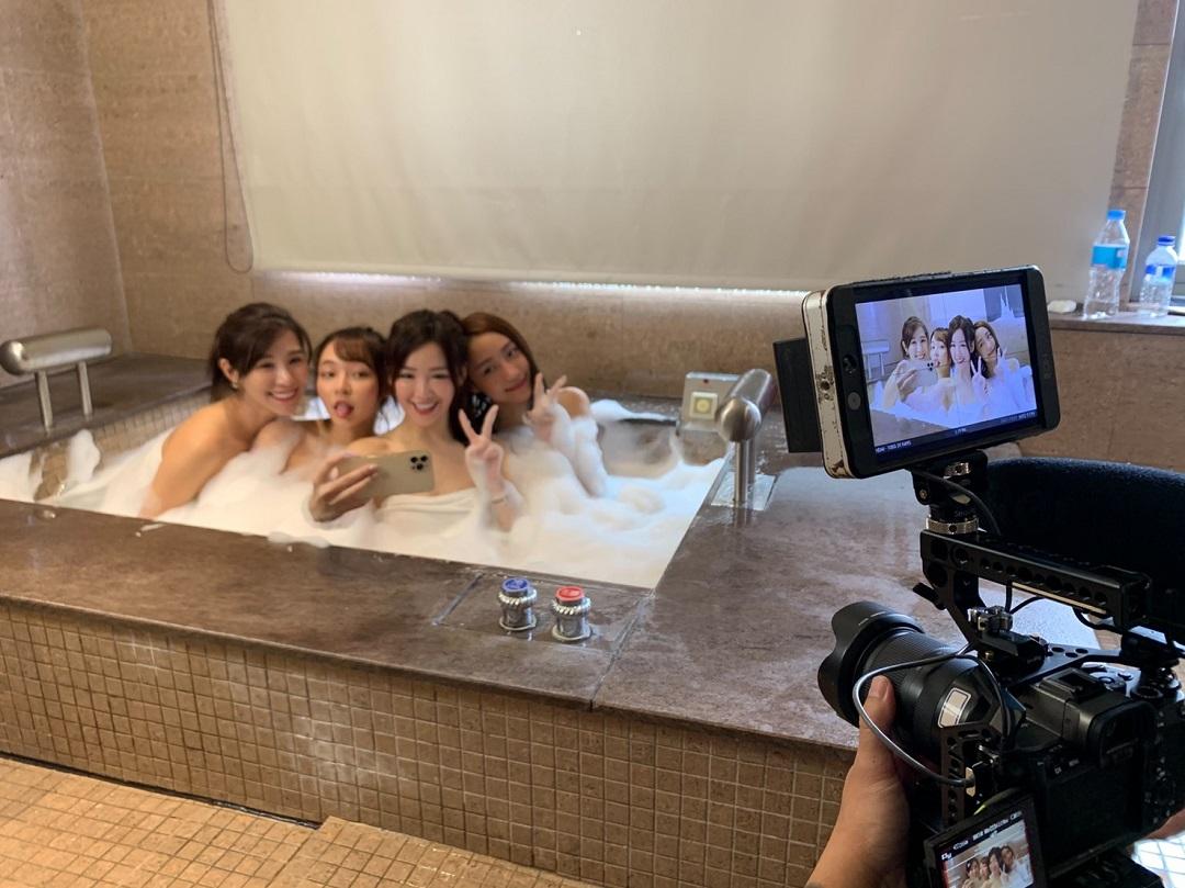 傑昇通信新廣告「手機浸水篇」由樂天女孩沐妍、菲菲、卉妮及人氣網紅林襄一同泡澡,濕身提醒手機浸水該如何處理