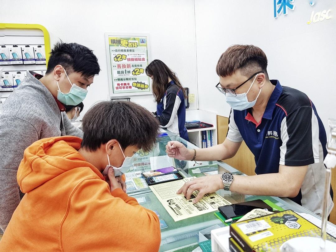 通訊行給防疫價 戴口罩買三星旗艦機省近8千