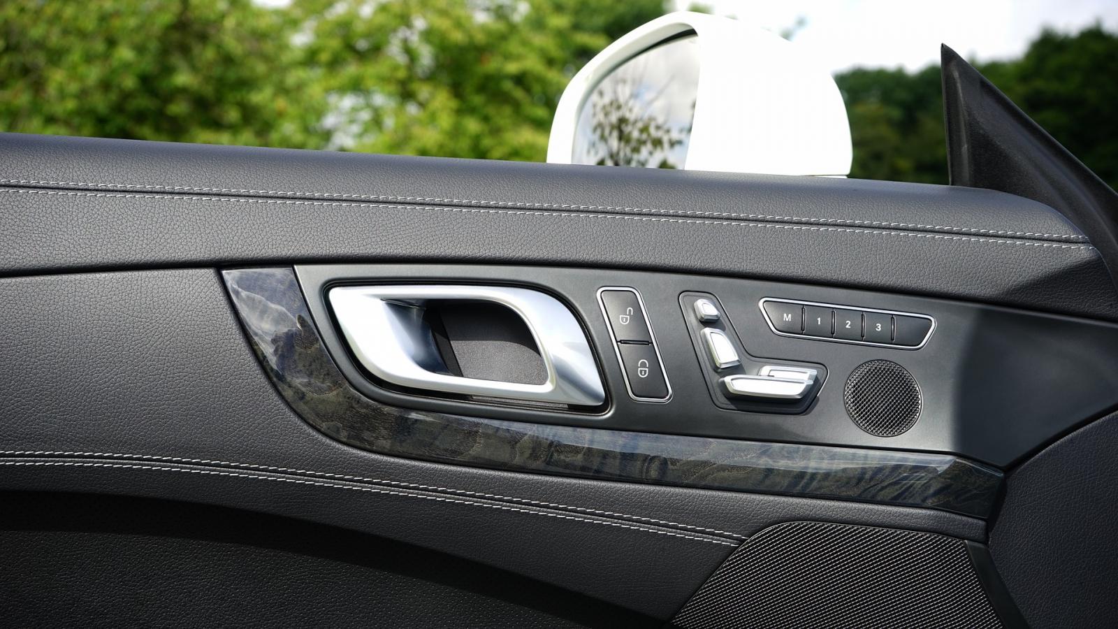 【汽車專知】什麼是駕駛標準坐姿?後照鏡該怎麼調呢?