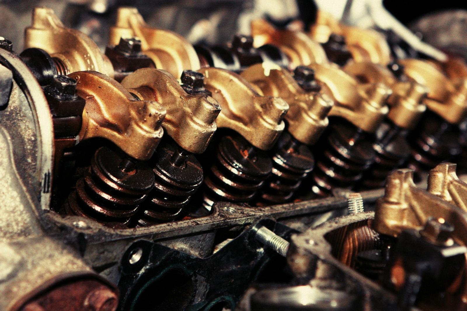 【汽車專知】引擎機油是什麼?什麼時候該換呢?