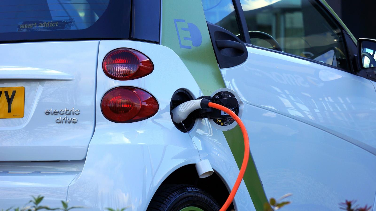 【汽車專知】電動車、油電車、汽油車該怎麼選?哪個比較好?
