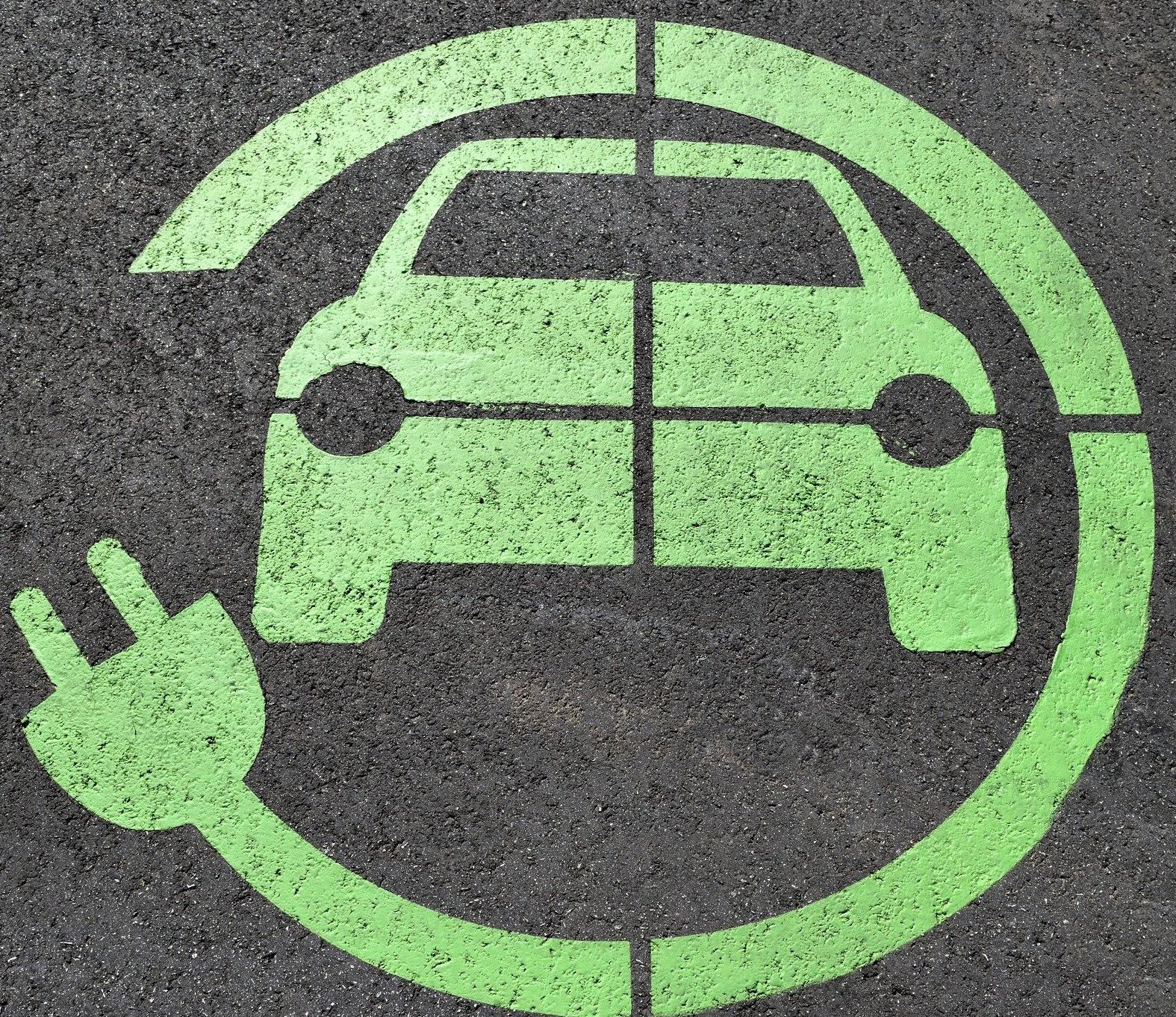 【汽車專知】插電混合動力就代表省油?方法錯誤更耗油!