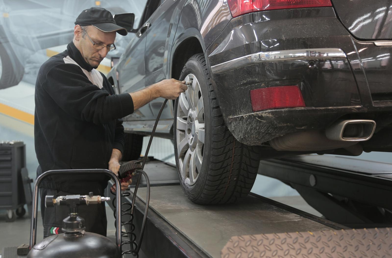 【汽車專知】輪胎充氣怎麼選?氮氣填充還是壓縮空氣?