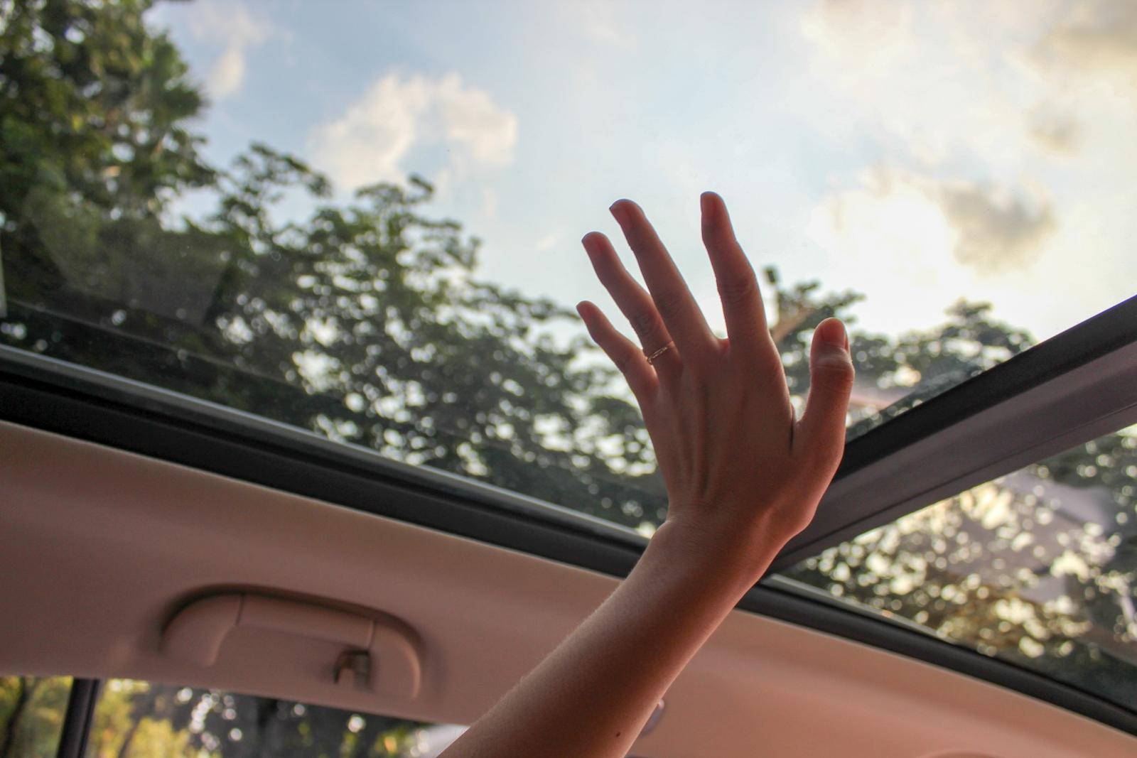 【汽車專知】天窗有什麼功能?天窗如何保養?
