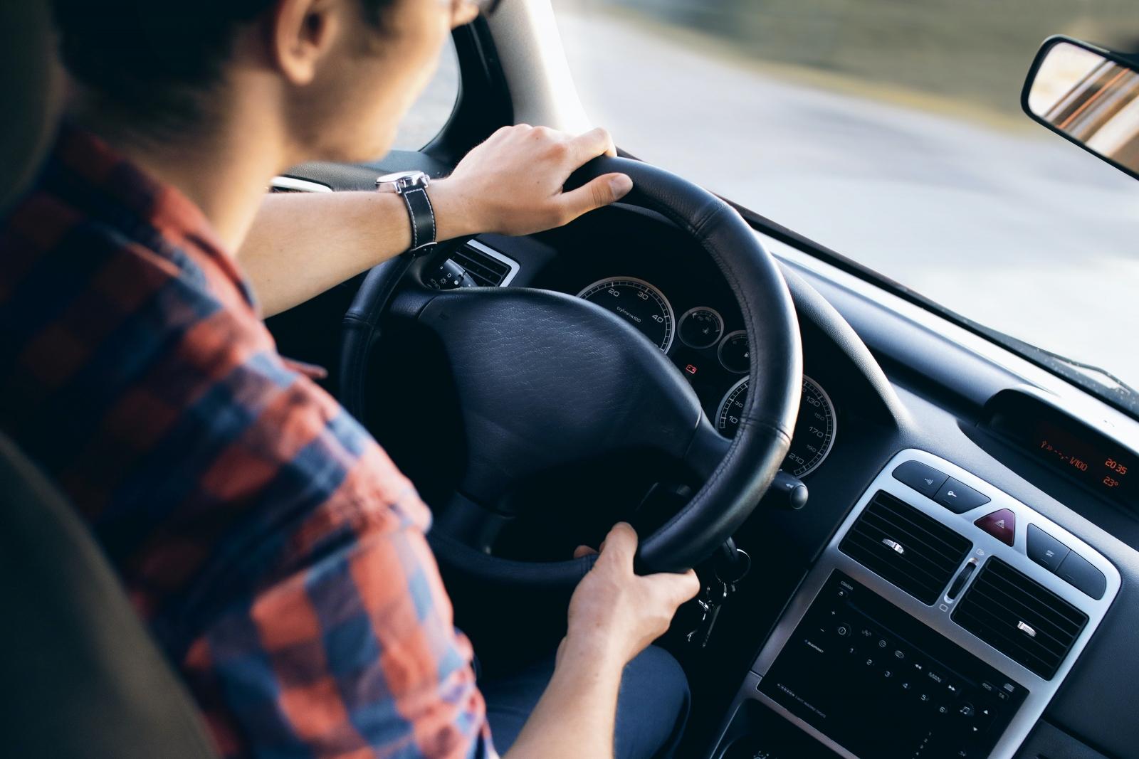 【汽車專知】煞車失靈的原因?如何在煞車失靈時自救?
