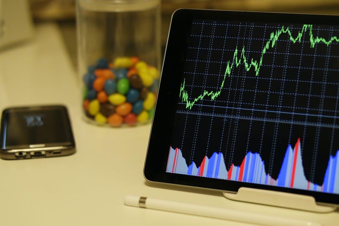 【理財專知】什麼是ETF?真的有比買股票賺?連股神巴菲特都推薦