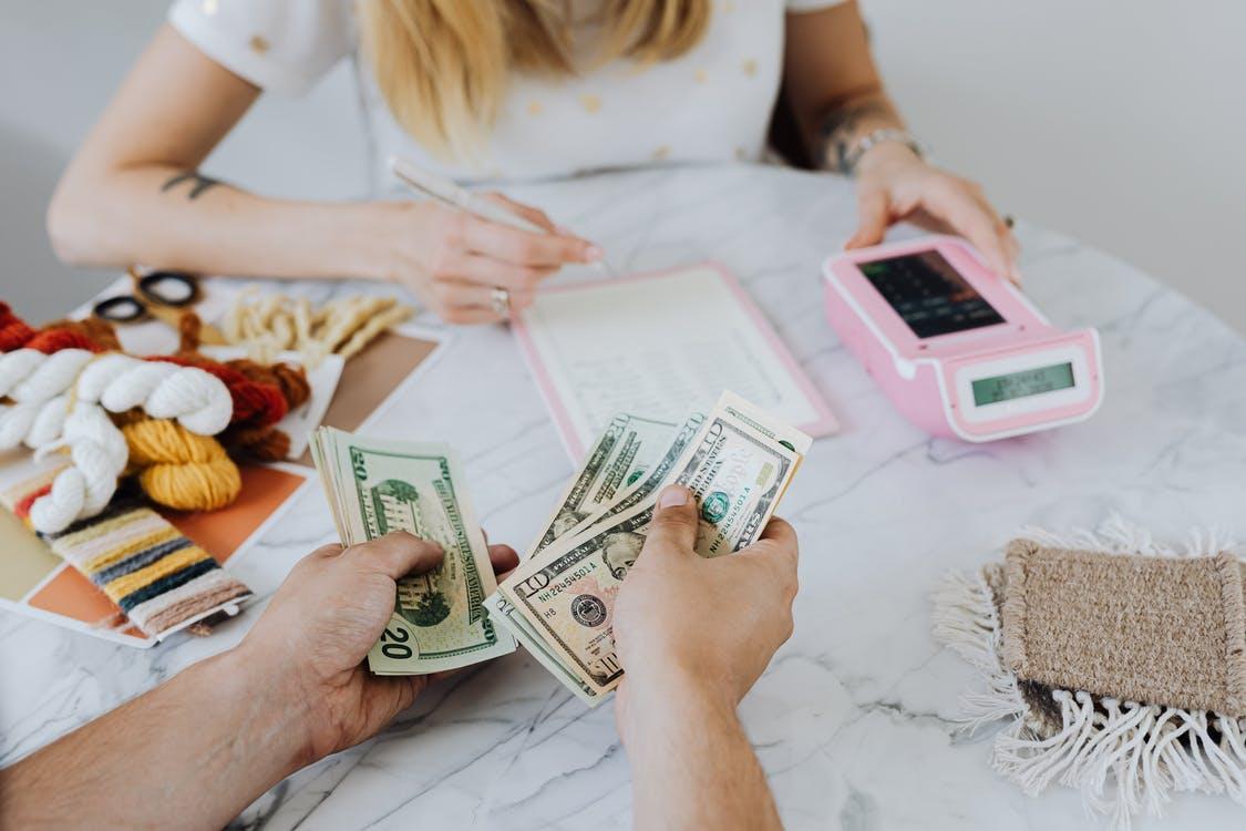 【理財專知】月月吃土該怎辦?正確理財觀念看這邊 脫離月光留住財