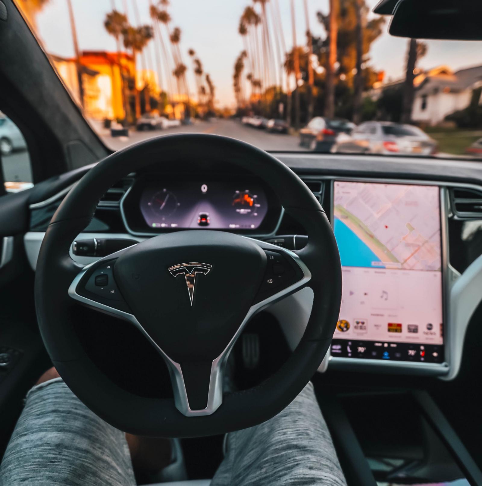 【電動車專知】有哪些品牌在開發自動駕駛?他們各有什麼特殊技術?