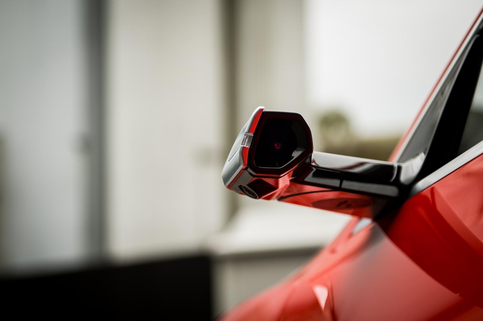 【汽車專知】數位後視鏡是什麼?實用還是噱頭?